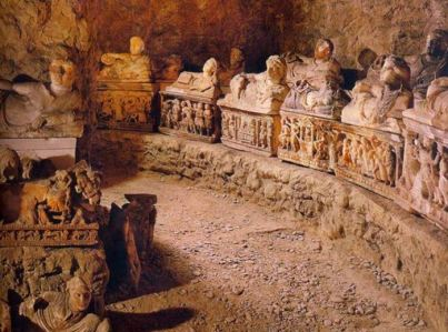 etruscan-tomb-of-large-family-from-volterra