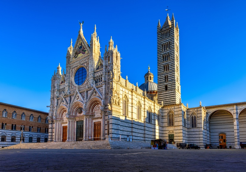 Sunrise view of Siena Cathedral Santa Maria Assunta (Duomo di Siena) in Siena, Tuscany