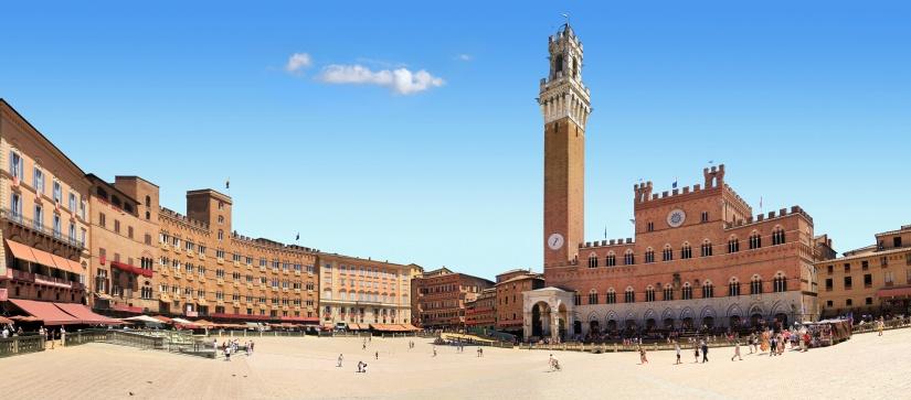Place du champ et palais public à Sienne